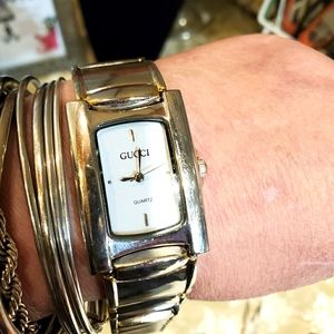 Gorgeous genuine gucci watch needs repair